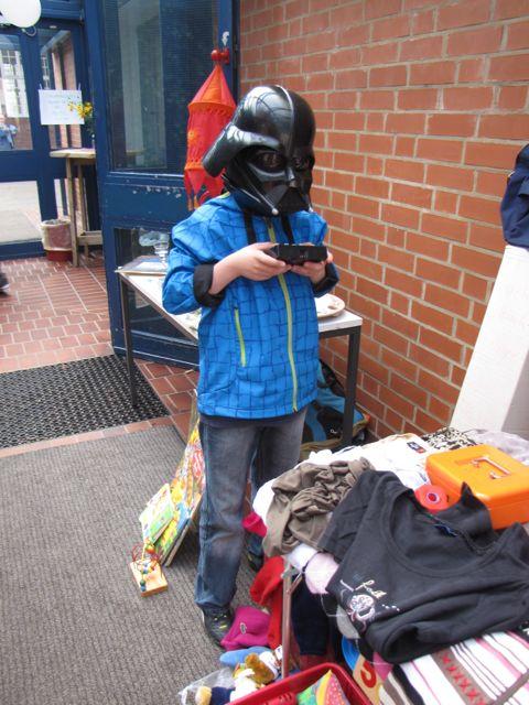 097 Flohmarkt in der Schule