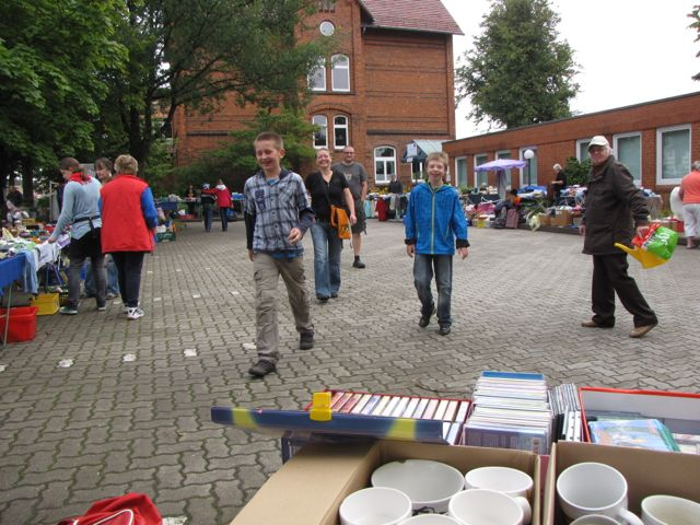 100 Flohmarkt in der Schule